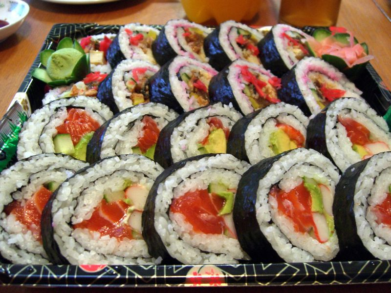 sushi rolls sushi plate